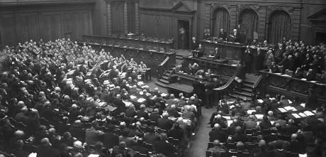 Bundesarchiv_Bild_102-10549_Berlin_Eröffnung_des_Reichstages